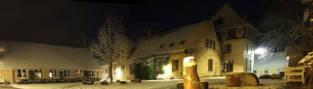 Testrup Højskole dækket med sne